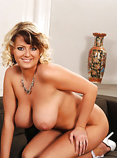 Blonde babe Lola shows her boobs
