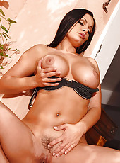 Aria Giovanni showing her beaver