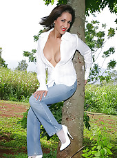 Mature in Jeans