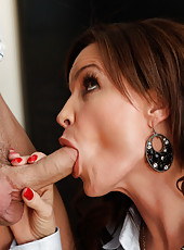 Sexy teacher Diamond Foxxx gives her student a lesson in fucking