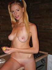 Hottie wife naked in the kitchen