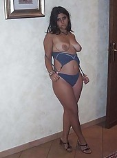 Gorgeous wife strips on cam