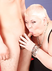 Big old mommy just can�t stop gagging on a horny boy�s dick