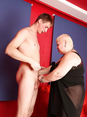 Nasty fat mommy going for a ride on top of a big young dick