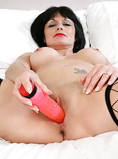 Anilos Barbie Stroker fucks a huge sex toy