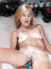 Horny Anilos Skowshi fucks her twat with a vibrator