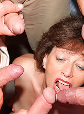 Losted mom gangbanged n gets lot cum in her mouth