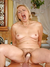 Cocklover old mamie fucking in her kitchen