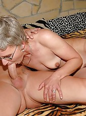 Old granny enjoys fucking-machine cock and pee