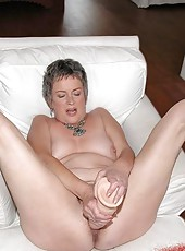 Hairy pussied grandma suckin her young lovers dick