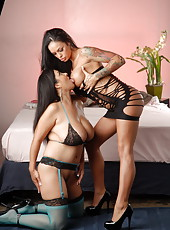 Angelina and Jaylene Rio 02