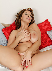 31 year old and busty Salinas playing with her mature pussy here