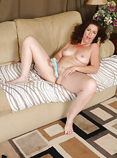 Gorgeous 46 year old Tammy Sue enjoying her blue plastic toy here