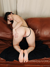 Horny 40 year old RayVeness showing off her deliciously clean feet