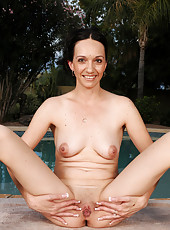 Perky tittied Beth M dips her shaven mature pussy in the chilly pool