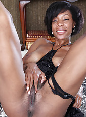Sexy ebony MILF Jayden from AllOver30 showing off her tight dark body