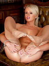 Shapely milf pulls her pussy lips apart revealing her swollen clitoris