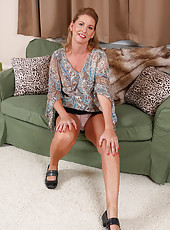 Soccer mom Laura G from AllOver30 strips and spreads her long legs