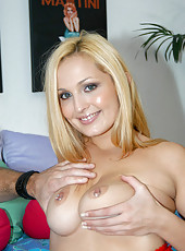Nice and hot babe with jigantic jigglers in these pix