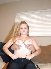 Blonde plumper with a tight snatch and all natural bobbies