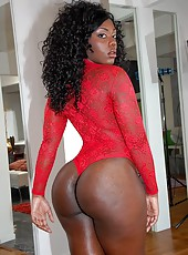 Amazing ebony babe wiht huge round juicy ass rides cock and gets ass creamed