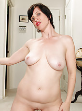 31 year old redheaded Moxy takes a break to show us her hot body