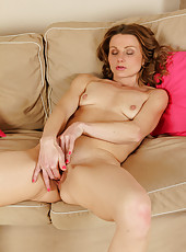 Horny 35 year old Suzy Losson stuffs her fingers deep into her pussy