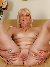 52 year old housewife Sindy Silver spreading her mature ass wide