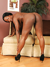 Chocolate and elegant MILF Sammi Ross from AllOver30 looking sexy