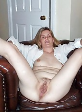 Wild wife loves to spread her legs and show her pussy