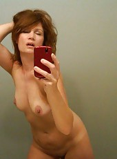 MILF self-shooting naked in front of the mirror
