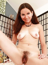 Sexy Czech babe with hairy pie!