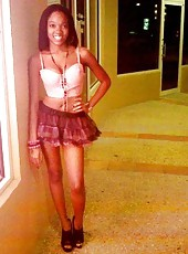 Amateur ebony hottie posing in various sexy outfits