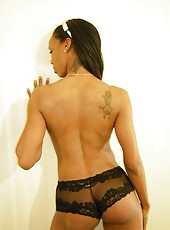 Gallery of hot and sexy black girlfriends posing for the cam