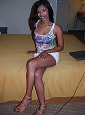 Picture gallery of an amateur black sexy hottie