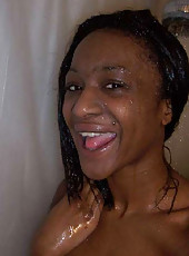 Ebony GF camwhoring in the shower