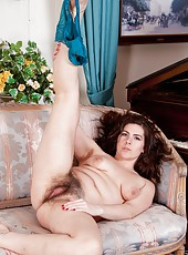 Hairy woman Sharlyn is the ultimate lingerie saleswoman. She goes to her clients home to discuss options. Rather than talk, she slowly strips out of her clothes and lingerie. She loves her job.