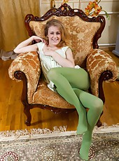 Fani is a horny hairy woman. She enjoys dressing in green tights and a dress. She slowly strips away at both the dress and the tights. She played in her tights before she begins to masturbate.