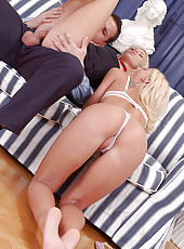 Threesome action with Cora & Dorina