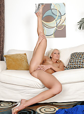 Blonde MILF Mary Kelly from AllOver30 strips and spreads wide in here