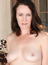 40 year old brunette housewife Veronica Snow breaks from reading