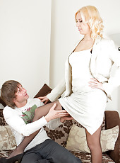 Working mom Mona gets her pussy pounded by her neighbor