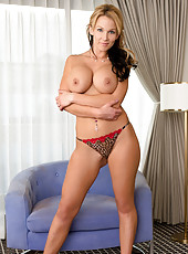 Fuckable Anilos babe bares her huge juicy tits and round ass