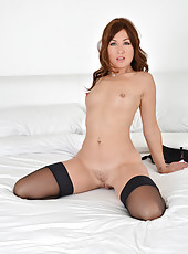 Anilos Rachel gets horny as she tickles her pink mature pussy