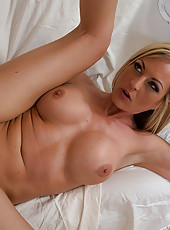 Hot blonde cougar Sindy Lange has hot sex with her painter after she seduced him.