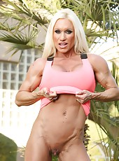 Fitness model Ashlee Chambers flexes her hard everything!!
