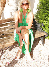 Rachel Aziani looking stunning in her green sundress!