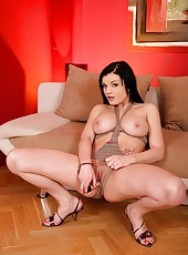Baby Nicole toying trimmed pussy