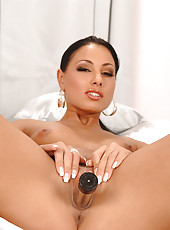 Aneta Keys fucking with a vibrator