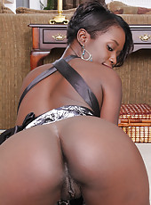 Elegant ebony MILF Sayana Monroe spreads her chocolate ass wide